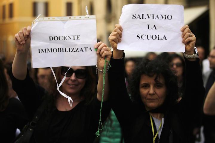 Sit-in degli insegnanti in Piazza Montecitorio contro la riforma della scuola del Governo Renzi