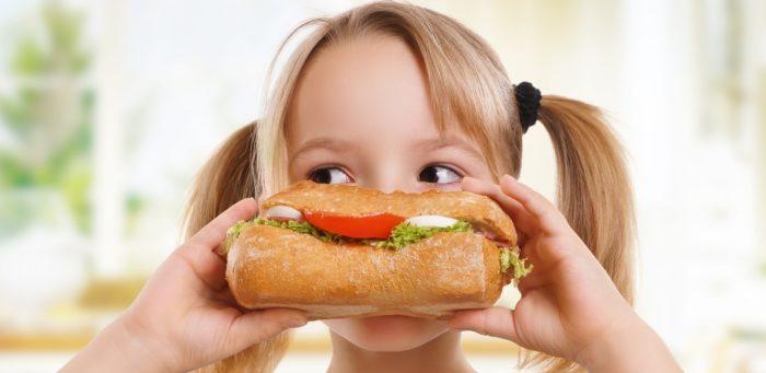 bimbo-mangia-panino2