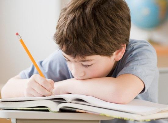 bambino-scrive2a