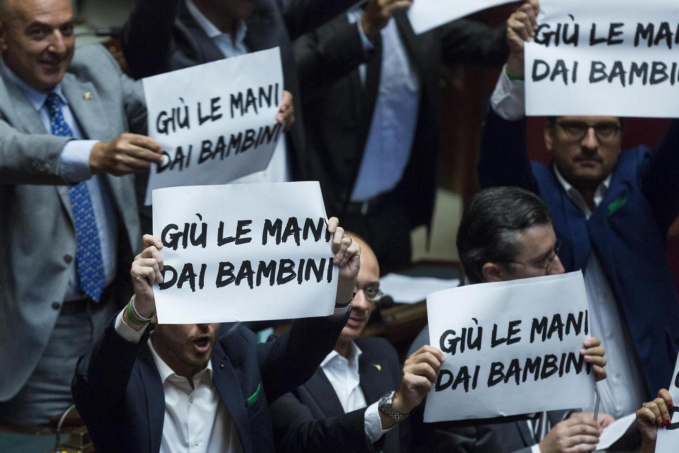 Foto Roberto Monaldo / LaPresse 09-07-2015 Roma Politica Camera dei Deputati - ddl Scuola Nella foto Protesta Lega Nord Photo Roberto Monaldo / LaPresse 09-07-2015 Rome (Italy) Chamber of Deputies - Draft law on school In the photo Protest by Lega Nord