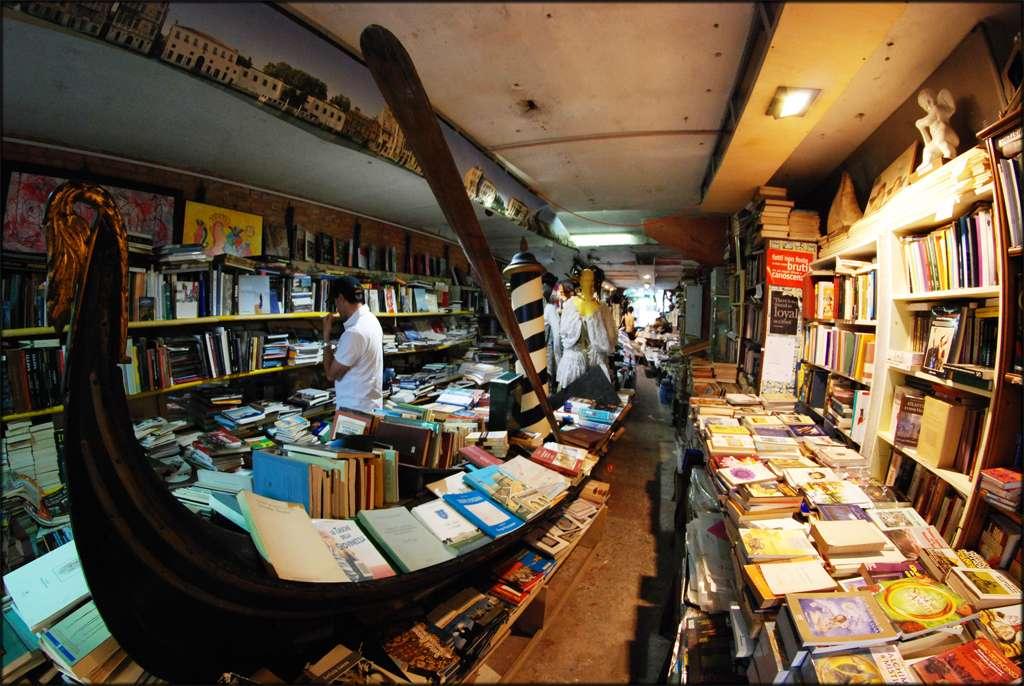 libreria-Acqua-Alta1