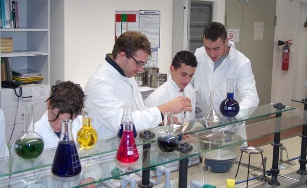tecnici_lab-chimica3a