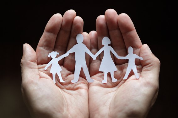 mano-famiglia1