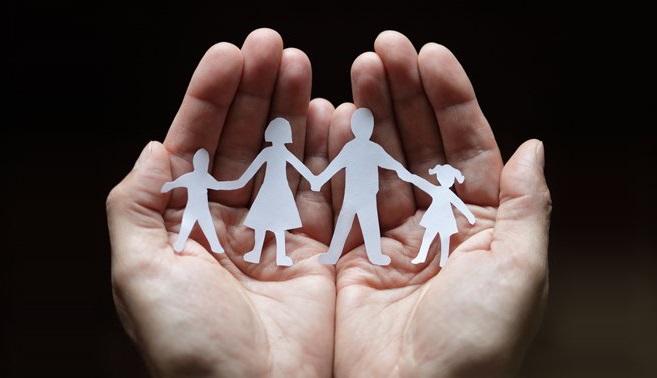 mano-famiglia2
