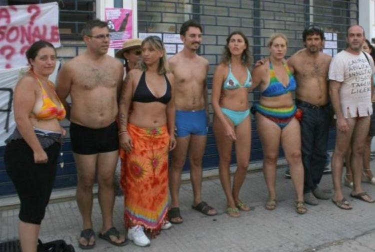 prof-bikini